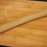 Il mio tentativo di ravioli cinesi jiaozi vegetali 100%   Formare un salsicciotto con la pasta