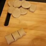 Il mio tentativo di ravioli cinesi jiaozi vegetali 100%   Tagliare la pasta a pezzetti